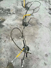 龙南青石开采破碎锤产量低静态液压撑石机能破多少量越硬越好分图片