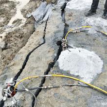 石头硬挖不动怎么快速分裂快速开采简阳现场工地图片