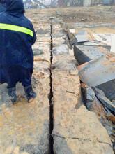 循化采矿场解体坚硬岩石分裂机顶石器开山设备图片