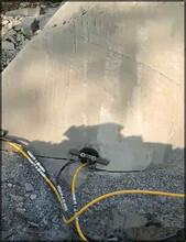 城口工地施工开挖地基石头破碎液压静爆石头设备不得不看图片