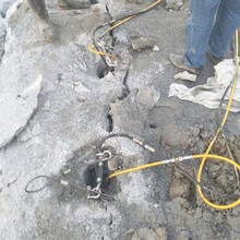 临海采石场开采大方量静态传统开石劈裂机开采方案图片