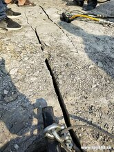 临夏矿山开采石头裂石机代替爆破的机器不得不看