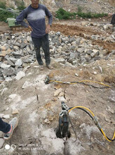 三穗采石场不用放炮轻松分裂岩石静态设备市场对比图片