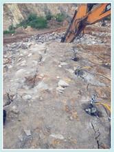 盐边成本低效率高镁矿青石大块开采劈裂棒寿命久图片