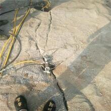蓬溪矿井预裂硬石劈石机静态开采代替放炮图片