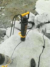 青田矿用野地岩石劈裂机破石头快的机器开采效率图片