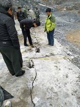 泸州矿山不能爆破劈石棒能开石替代破碎锤很好用图片