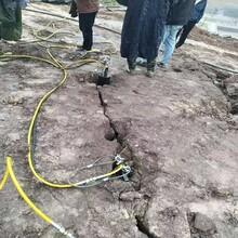 黑山拆除岩石混凝土用什么设备效率快分裂深度图片