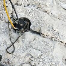 霍邱代替人工破石的新型设备岩石机130孔径图片