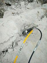 平頂山礦山不放炮開采地基開挖遇硬石劈裂機布孔方式圖片