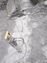 新野水库修建石头太硬劈裂机撑石机图片