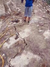 左权山体边坡岩石坚石开采分裂用劈裂机图片