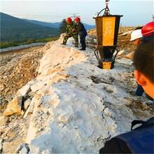 武平矿山开采花岗岩大劈力劈石机图片