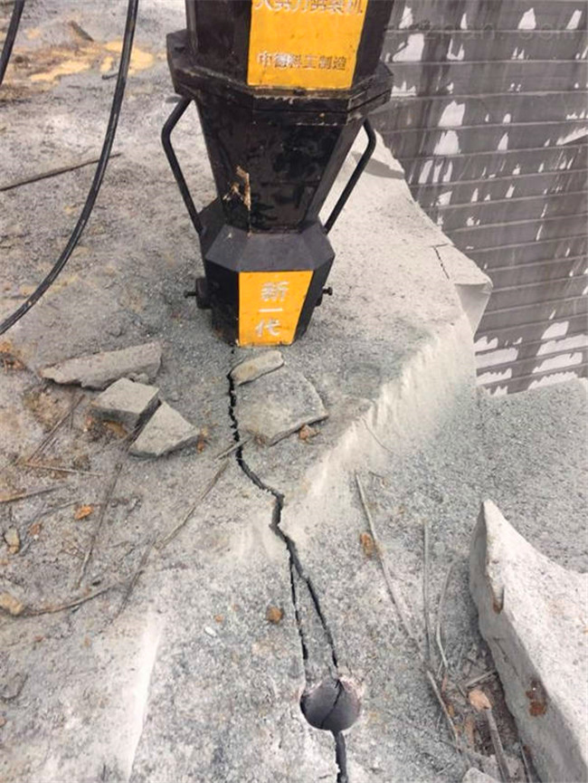 芷江挖機效率低用破石頭產量高的機械設備