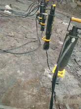 开挖石方室外地坪把石头分离山体液压机械可靠图片
