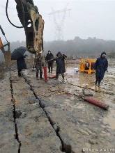 江阳区开挖岩石基坑液压碎石大型开山劈石机图片