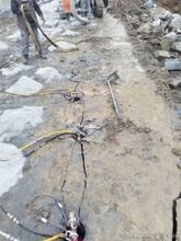 盐边露天采石场开挖孤石的机器手持式岩石裂碎机图片