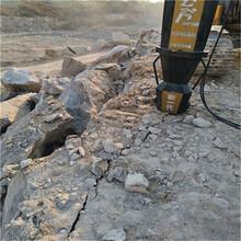 矿山石头太硬挖机打不动劈裂机越硬越好分图片