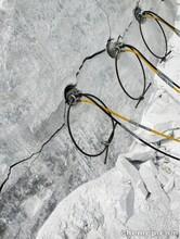 延安花岗岩不用爆破开采劈石机静态设备图片
