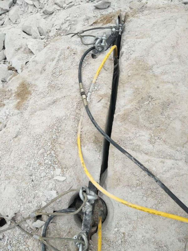 陇南静态开采岩石劈裂机