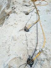 建水大块岩石分解液压破石机破石头机械图片