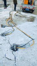 昭觉煤矿巷道掘进比风镐破碎石头快的机器图片