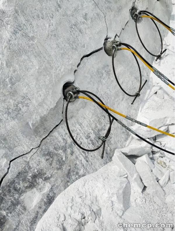 高新区采石场开采石头用什么设备破裂机