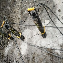 陵水边坡工程遇硬石头不能爆破用什么机械图片