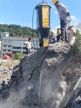 泰来两边扩建遇到硬石块影响施工用分裂棒图片