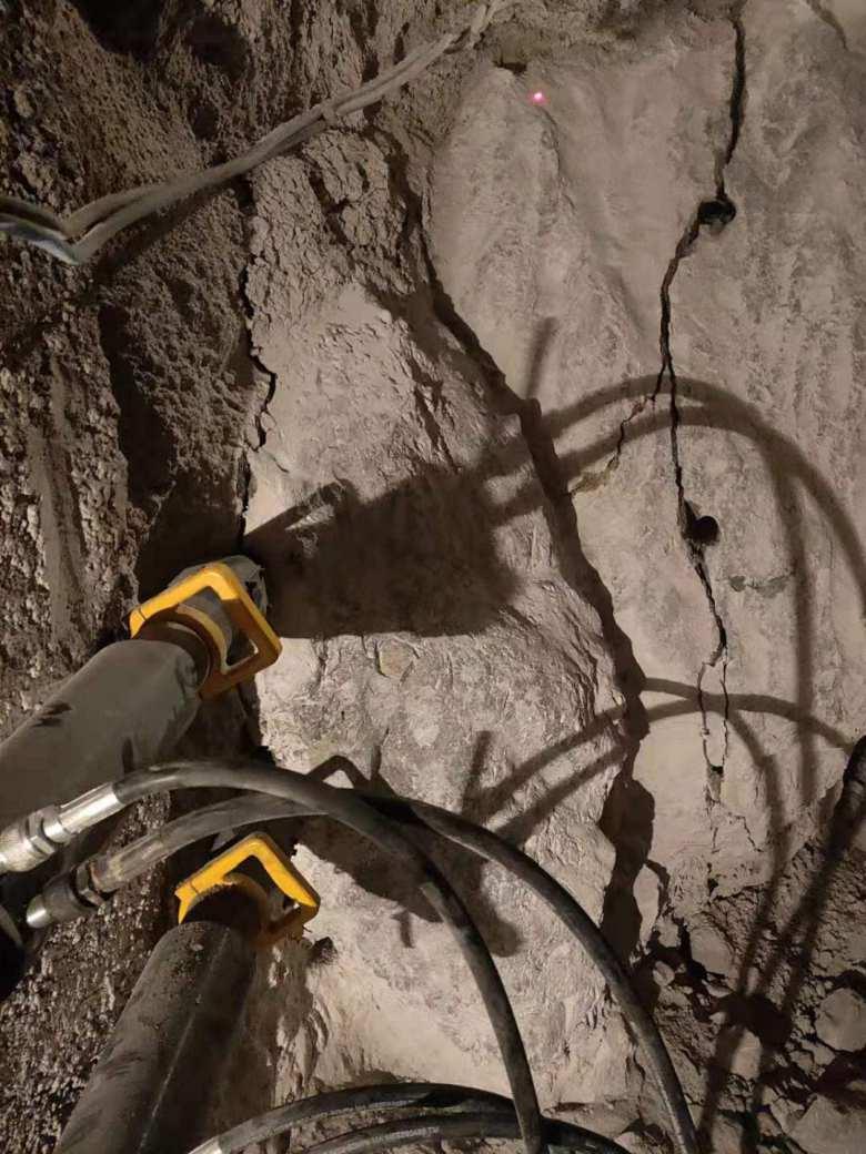 泸西专破高硬度岩石液压机器无声分裂石头