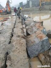 自贡石头硬挖不动矿山劈裂机器载式破石器图片