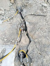 游仙区开挖液压劈裂器分裂机胀石机开采成本低图片