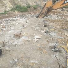 海沧区石材拆除大型分裂机能提高破石效率布孔方式图片