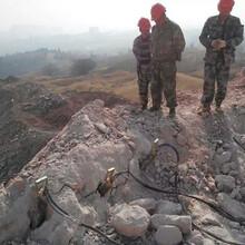 绥中青石矿破碎锤打不动用什么机械设备破石机图片