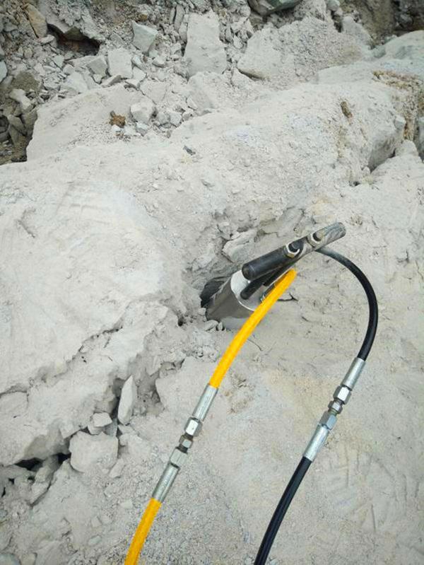 不用放炮就可以分裂岩石的机械矿山设备
