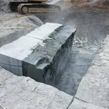 福建延平区静态爆破静态开采石灰岩分裂棒在线咨询图片