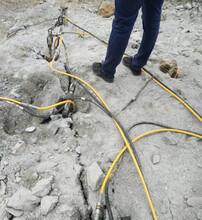 四川仁寿土石方破石头最强悍柱塞分裂棒在线咨询图片