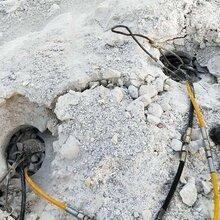 郑东新区开工不能?#25490;?#29992;什么代替坚硬岩石开采裂石棒图片