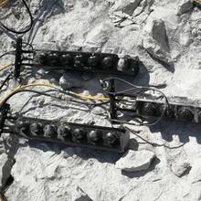 阳东区石灰石劈裂棒高效率开采图片