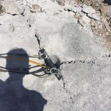 望城区市政工程岩石沟渠开挖劈裂机一天出方量多少图片