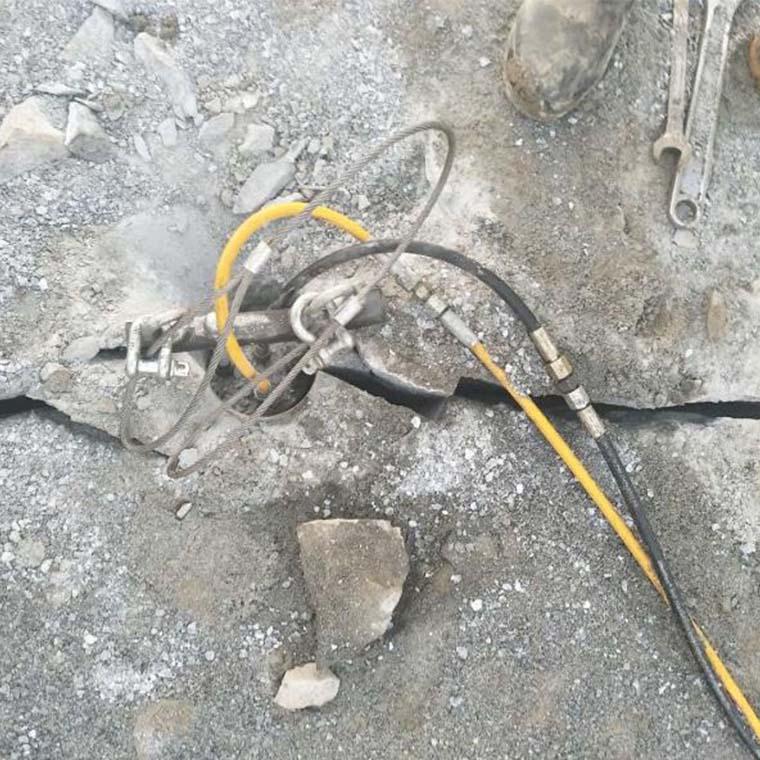 柏乡山路扩建硬石头破碎用什么设备