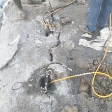 内黄矿山开采代替剂无声裂石设备裂石机图片