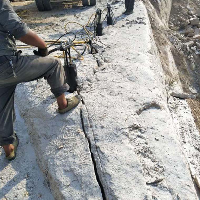 定州石灰石劈裂棒率开采