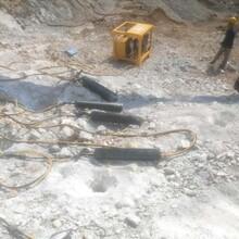 靖州苗族侗族自治静态破碎矿山硬石头机器免放炮采石厂家图片