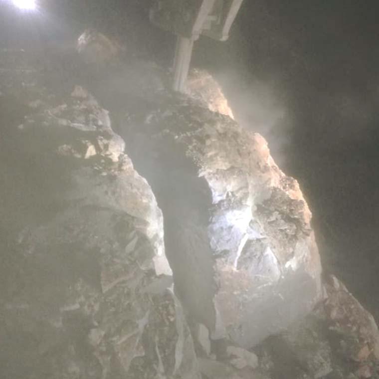 召陵区无声拆除开山的破石机器劈裂棒