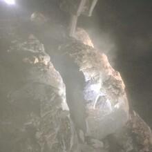 凤凰石灰石劈裂棒高效率开采图片