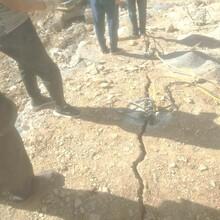 平舆挖竖井孔桩静态破石头劈裂棒图片