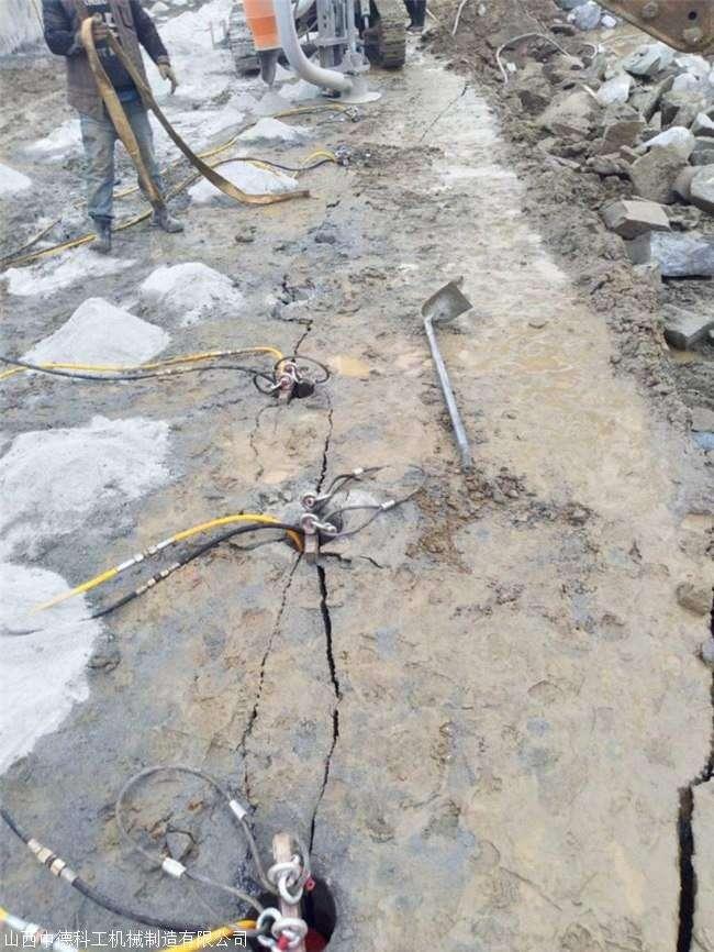 通山挖竖井有硬石头怎么破碎用劈裂棒