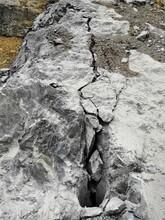 盐山石头太硬破碎锤不行用劈裂棒图片