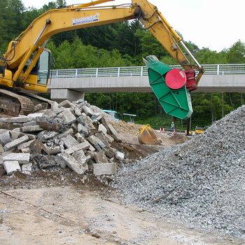 矿山破碎斗挤压式破碎铲斗挖掘机鄂式粉碎斗
